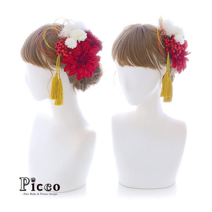 . . Gallery 594 . 【 成人式 #髪飾り 】 . #Picco #オーダーメイド髪飾り #振袖 #成人式 . 深く鮮やかな色味の大きめサイズの赤ダリアをメインに、ホワイト&レッドのツートーンでまとめた和スタイル仕上げです❤️ トップには水引飾り、耳元にはタッセルを添えています☺️ . #和スタイル #ツートーン #水引 #タッセル #成人式ヘア . デザイナー @mkmk1109 . . . #ヘッドパーツ #ヘッドドレス #花飾り #造花 #着物 #和装 #サクラ #袴 #振袖 #成人式フォト #成人式前撮り #卒業式 #おしゃれ #小紋 #和装髪型 #和装小物 #ベリー #成人式小物 #japanesehairstyle #anniversary