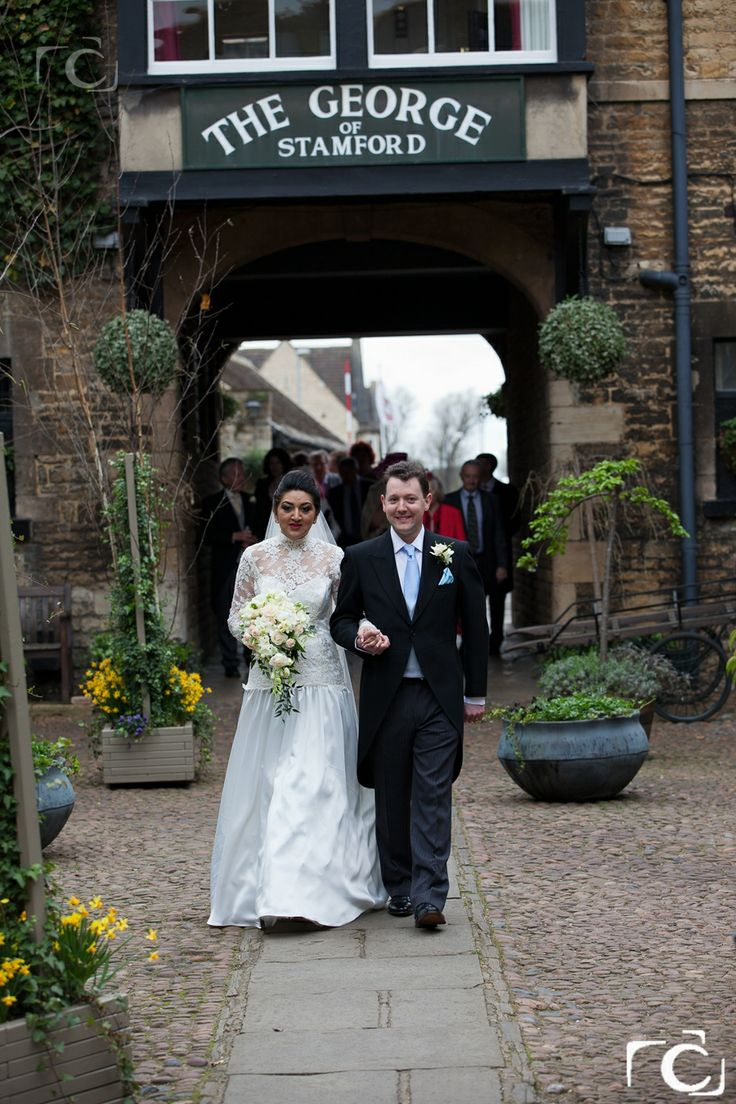 Bride and groom - wedding photography at The George Hotel of Stamford. #georgehotel #stamford