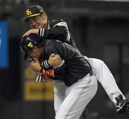 Hiroaki Takaya and Kimiyasu Kudoh (Fukuoka SoftBank Hawks)