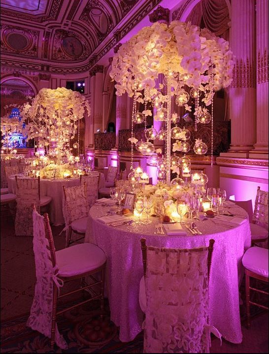 Beautiful decor enhanced by intelligent lighting. Love the centerpieces! ♥