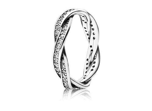 Anel de Prata Brilho Entrelaçado R$495
