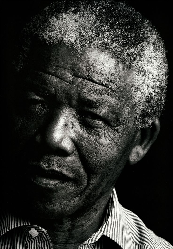 Nelson Mandela 1990. Annie Leibovitz                                                                                                                                                      Plus