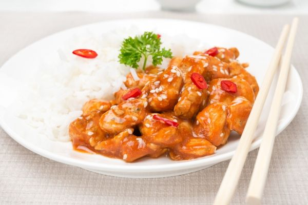Kdo má chuť po Vánocích na něco pikantního a trochu ostřejšího, určitě mu přijde vhod tento recept na thajské kuře.