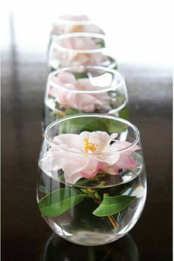 Simple, delicate and inexpensive table center for limited budgets. Loved it!