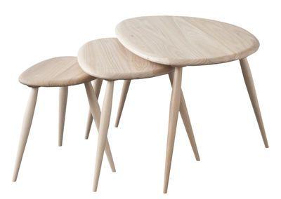 Scopri Tavolino Originals -/ Set 3 tavoli impilabili - Riedizione 1950, Olmo di Ercol, Made In Design Italia