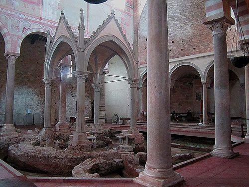 BASILICA DI SAN PIERO A GRADO (PI) Ciborio con la colonna di San Pietro  #TuscanyAgriturismoGiratola