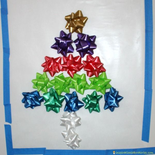 Make a Christmas tree with bows