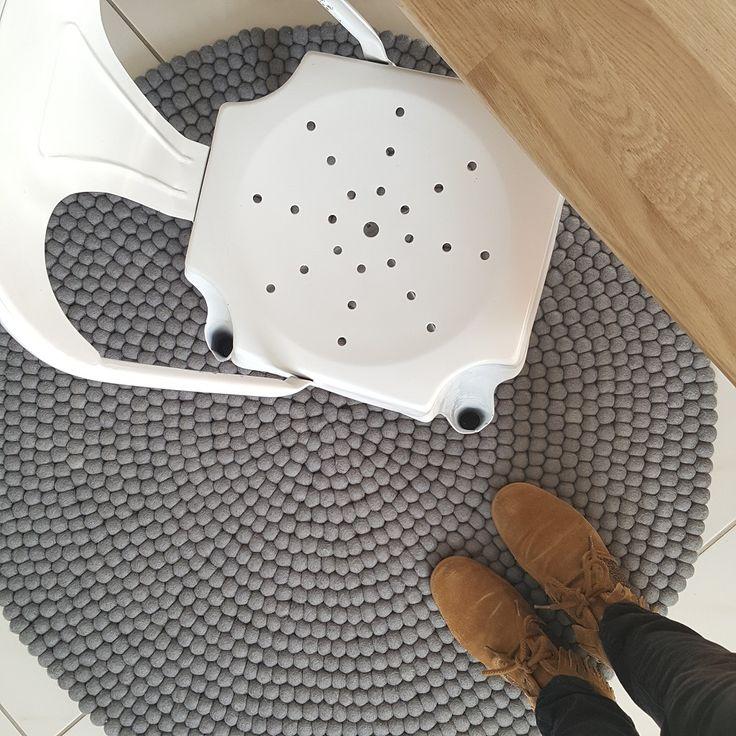 tapis sukhi Aspru: élégant par ses lignes géométriques, terriblement design, et idéal pour réchauffer la décoration de votre intérieur. Retrouvez toute la collection sur www.sukhi.fr