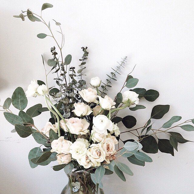 Ivories and greens...forever classic #whiteroses #minimalist #love