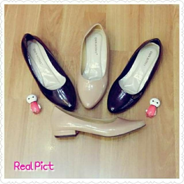 REAL PICTURE FLAT SHOES HEELS 2CM OWN WORKS HITAM & MOCCA. Rp.73.000,-