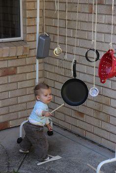 Brincadeira de criança: Transformando o  espaço e fazendo muito barulho.