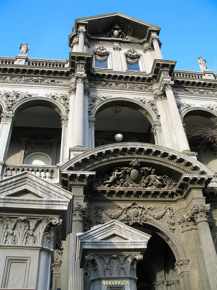 Originally named Benvenuta and built in 1893, Medley Hall is a magnificent and incredibly ornate Victorian Mannerist styled mansion with classical elements. Situated in Carlton, Melbourne