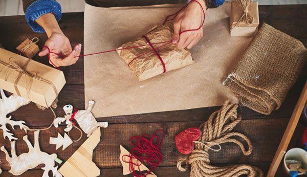 Geschenke lassen sich ohne Geschenkpapier hübsch und umweltfreundlich verpacken