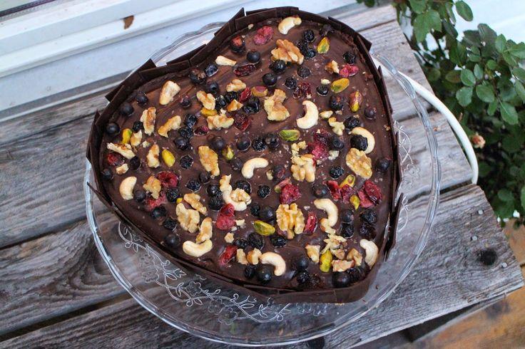 Fra sjel til mage - en matblogg: Sjokoladekake med kjeksbunn