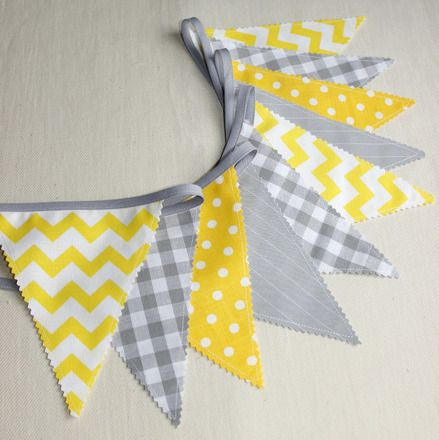 25 best ideas about guirlande fanion tissu on pinterest guirlande de tissu diy guirlande for Decoration chambre bebe jaune et gris