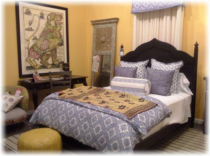 Покрывало и шторы в спальне http://styldoma.ru/interer/delaem-spal-nyu-yarkoj#more