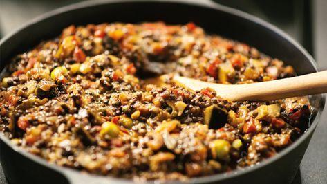 Det här är en blandning av en smakrik italiensk grönsaksröra, caponata, och en klassisk belugabolognese. Herregud så gott!