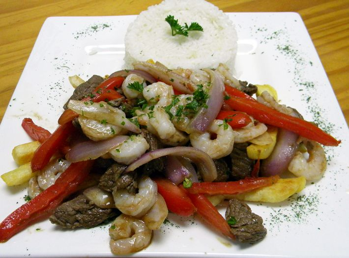 "<b><a href=""http://www.elbuzorestaurant.com/"">El Buzo </a></b> <br><i>1436 State Road 436, (407) 673-0237 </i> <br>El Buzo offers a menu with a large variety of Peruvian foods, ceviche being their speciality. Causa de Camarones and the Ceviche de Pescado are yummy seafood choices. <br> <br>Photo via El Buzo"