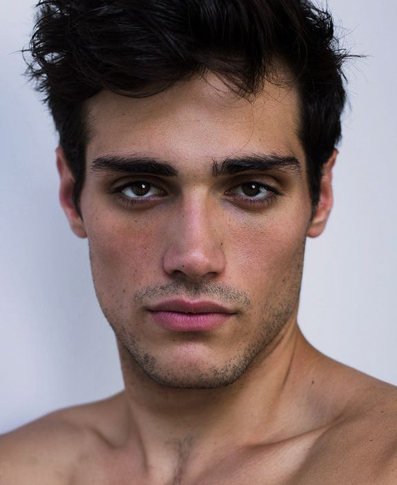 Richard Deiss - a French model with a facial structure carved by angels - Imgur