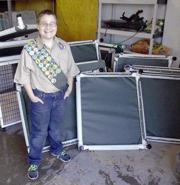 """13-Year-Old Donates Homemade Dog Beds To Animal Shelter To Earn Eagle Scout Award"" Posted December 16, 2016 A young man in Adams County, Colorado is working on his Eagle Scout Award as part of Boy Scout Troop 402. Although he's allergic to dogs, Jace Nelson wanted to do something to make the dogs at the Adams County Animal Shelter more comfortable. #dogs #shelter #scout #colorado"