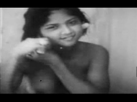 ▶ Old Bali- The Traditional Life of Two Balinese Sisters - Bali Kuno - YouTube