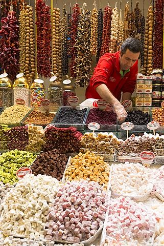 Seller of traditional sweetmeats Turkish Delight (Lokum) in Misir Carsisi Egyptian Bazaar food and spice market, Istanbul, Turkey, Europe, Eurasia