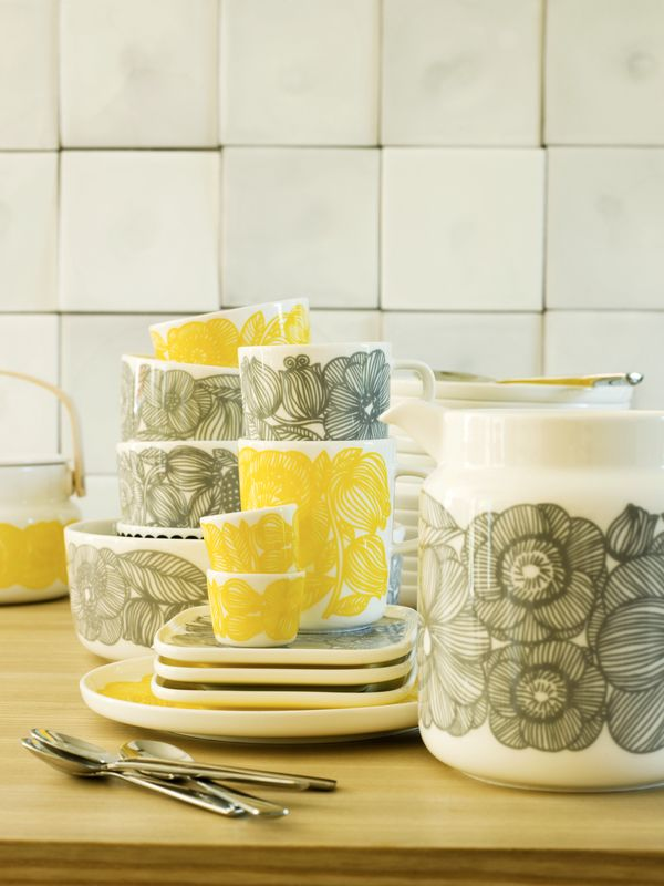 Marimekko's spring/summer 2014 interior decoration collection: Oiva/Kurjenpolvi tableware, pattern design by Aino-Maija Metsola for Marimekko & product design by Sami Ruotsalainen for Marimekko.