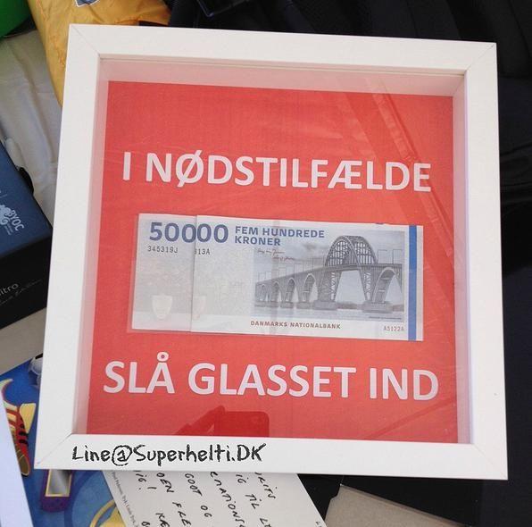 superheltidk | Billeder  Ide til hvordan man kan give en pengegave. Find en dyb ramme - fx Ribba fra Ikea - hvor billedet ikke sidder helt i spænd, men hvor der lidt dybde. Sæt penge, slik, eller andet ind i rammen på en baggrund. Giv gaven sammen med en hammer.   Present - Gift - money