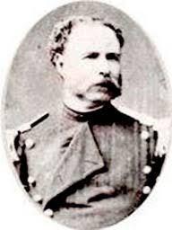 Teniente Coronel Wenceslao Bulnes (1833-1908). 1851 ingresa al ejército como Subteniente del Batallón Chillán. Participa en la guerra civil de 1851. 1852 asciende a Teniente del Rgto. Cazadores a caballo y participa en la guerra de la Araucanía. 1879 es nombrado Segundo Comandante del Escuadrón Carabineros de Yungay N° 2. Combatió en Tacna y en Torata. Asciende a Teniente Coronel y lucha en Chorrillos y Miraflores. En 1892 asciende a Coronel.