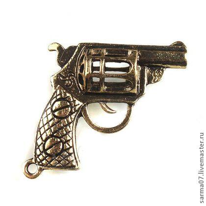 Винтажная подвеска `Револьвер`. Винтажная латунная подвеска бронзового цвета, крупная. Фурнитура производства США для изготовления украшений.  В наличии 6 штук.     Крест (большой 5,5 см, есть место для вклеивания страз) - 50 руб/шт - в наличии 2 шт.