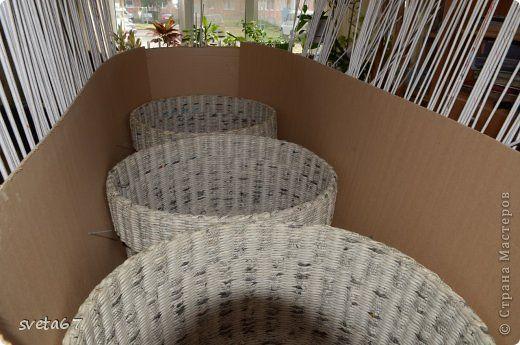 Bęben z mashinki.Foto mycia zebrane jakie zasada jest taka sama dla plecione krzesła i divana.Pletu 5 identycznych korzin.2 3 miejsc dla divana.Vysota czego pozhelaete.Na wybranej wysokości, wyróżniają się i splecione w dół drugą warstwę, prochnosti.Posle klej do przetwarzania, były wyplatane bardzo prochnymi.Zatem wózków wiklinowy kryshki.Vnutri pierwszej rundzie kartonowe warstwy 3, przetwarzać je pva.I potem znowu plecione, z drugiej strony.  9 zdjęcia