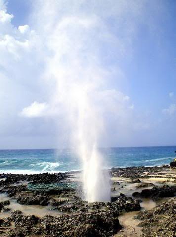 Hoyo Soplador, San Andres, Geiser no convencional Formado por las rocas contiguas al mar! Colombia