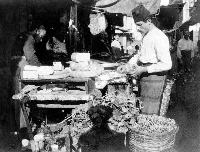 diaforetiko.gr : Felix.J.Koch,1905,υπαίθρια αγορά Θεσσαλονίκης.