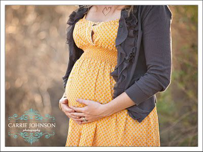 What to wear for a spring or summer maternity photo shoot.