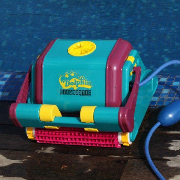 Elektrischer Poolreiniger Dolphin Diagnostic 2001 mit intelligentem Scan-Programm für die Reinigung von Boden, Wand und Wasserlinie des Pools. #pool #cleaner