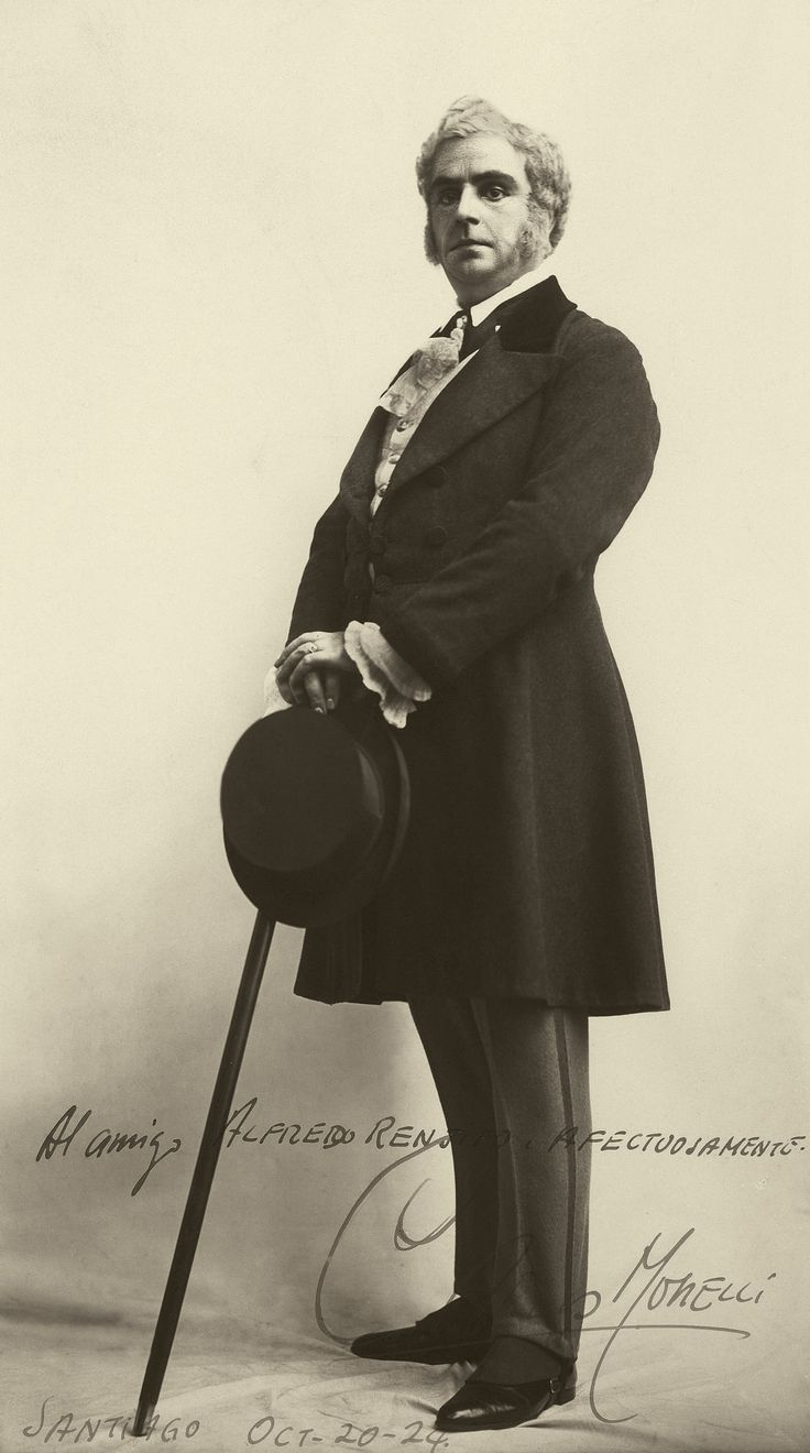 Carlo Morelli era un hermano de Renato Zanelli. Para que no los confundieran, Carlos italianizó su nombre y su segundo apellido, Morales, y se transformó en Carlo Morelli. El barítono se radicaría décadas más tarde en México. Allá fundó la Compañía de Ópera de la Universidad de Guadalajara y hoy, un concurso de canto lleva su nombre. Además fue profesor de Plácido Domingo.