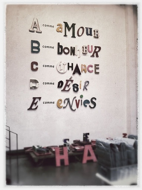 l'alphabet - cool idea that could be adapted for the home or the classroom #francais #french