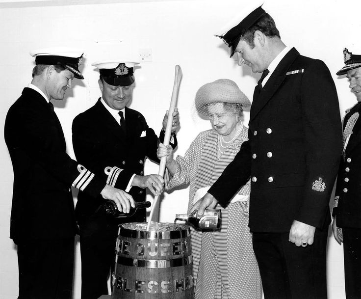 1985 at HMS Raleigh, Great Britain's Queen Mother assists with the stirring of the Royal Navy's traditional fleet Christmas Cake. Note the bottle of Pusser's Rum on the right (one of the many used), being poured into the mix to provide the flavour.  #history #tots #royalnavy #queenelizabeth #navy #pussers #rum #upspirits