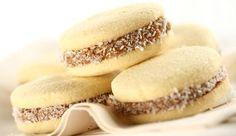 Receta sin Gluten / TACC Ingredientes: 300 grs de premezcla 200 grs de fécula de maíz ½ cdita de bicarbonato de sodio 2 cditas de polvo leudante 1 cdita de goma xántica 150 grs de azúcar 200 grs de …
