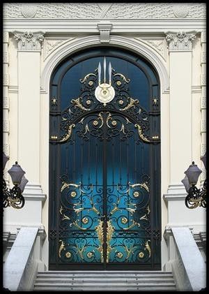vmburkhardt:  (via Royal Door | Bangkok | Flickr - Photo... by anna.luciaalmeidabarreto.3