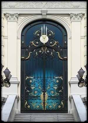 vmburkhardt: (via Royal Door | Bangkok | Flickr - Photo... by anna.luciaalmeidabarreto.3