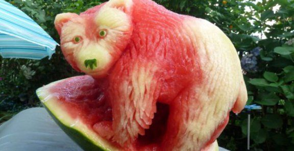 Unbelievable watermelon sculptures | KitchenDaily.ca