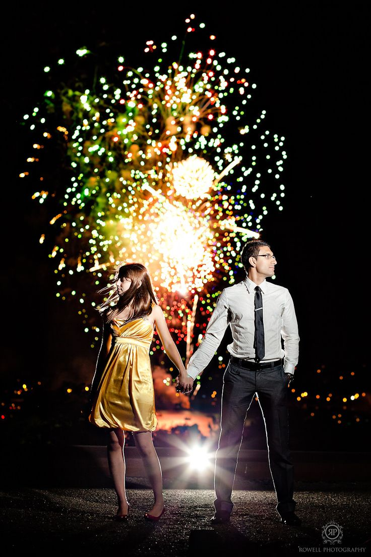CLICK THIS PIN to see more night time engagement photos with fireworks. Night engagement Barrie, Ontario Best Engagement Fireworks