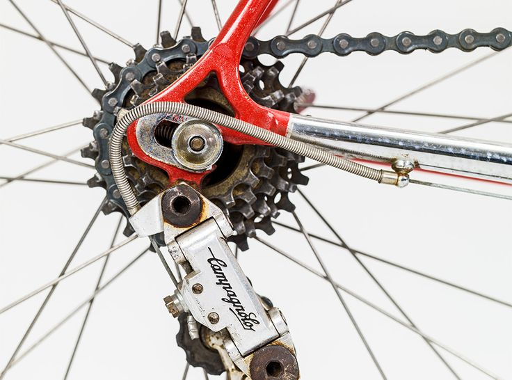 Close up on the Campagnolo gears on the Pinarello. #bicycle #bike #cykel #exhibition #design