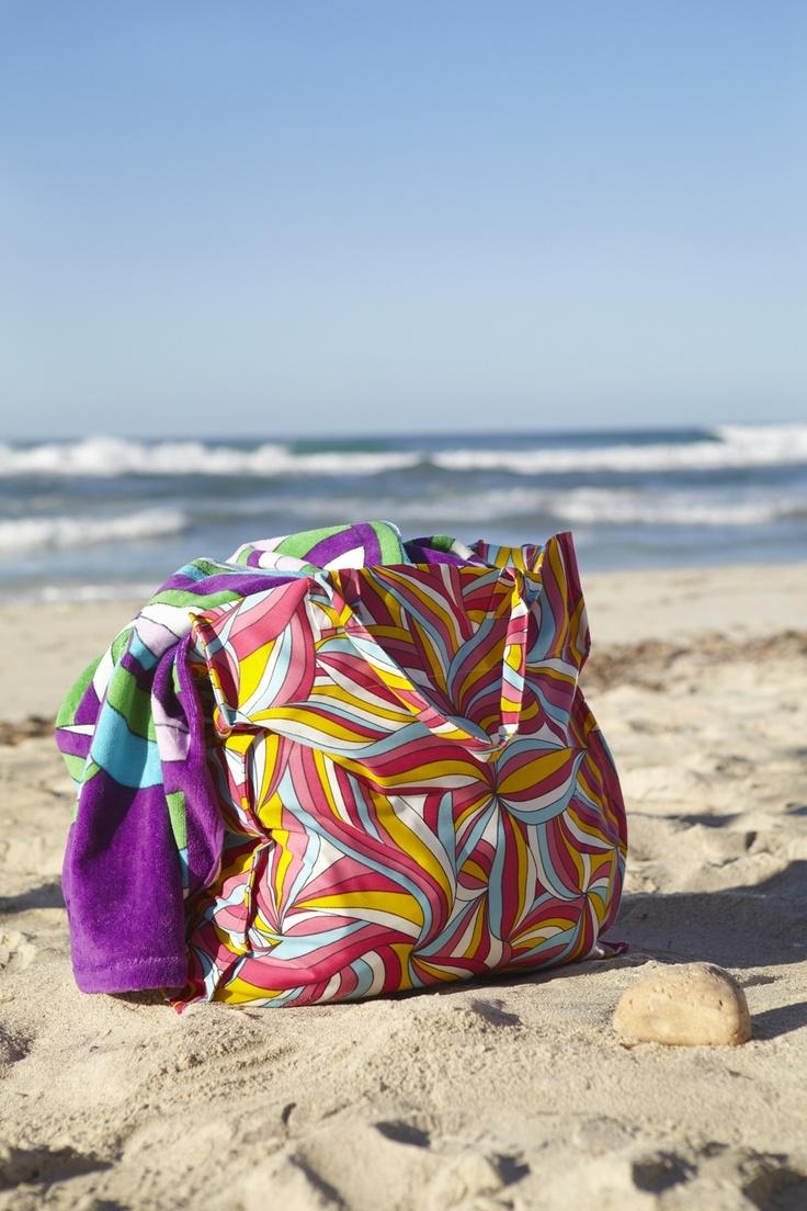 Η νέα σειρά υφασμάτων MYRLILJA περιλαμβάνει, μεταξύ άλλων, και υπέροχες πολύχρωμες τσάντες!