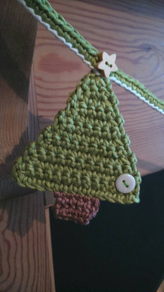 This Christmas Bunting /banner is crocheted in cotton and there are six Christmas trees, each with a white button and wooden star button. The Bunting /banner measures approx 1m and is ideal to string across your fireplace or to decorate a wall space and makes the perfect Christmas decoration.
