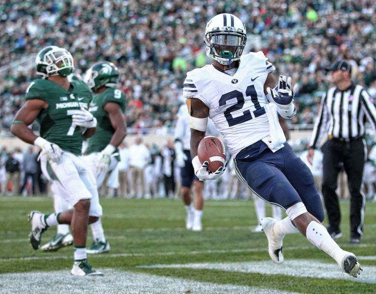 Williams ranks second in rushing yards with 866, averaging 6.2 yards per carry for the Cougars