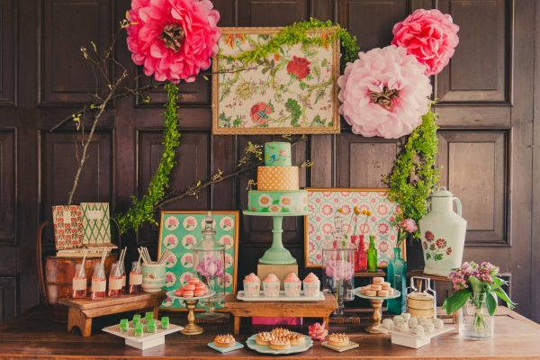 A Peranakan themed dessert table!   ExtraOrdinary Weddings   Styled by Carpenter & Cook   Photographed by Multifolds Photography
