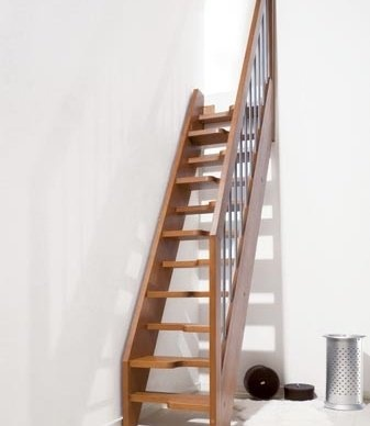 Escaliers Oxa Mini Fontanot : hêtre massif pour les petits espaces d'intérieur | Fontanot