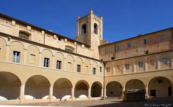 Il Chiostro di Sant'Agostino a Recanati. Foto di Giorgio Manzotti.